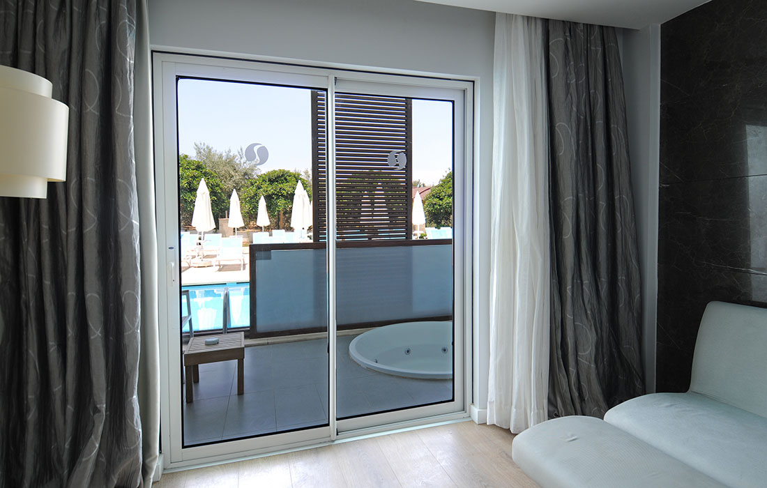 Astonishing Swim Up Room Gold Island Hotel Interior Design Ideas Pimpapslepicentreinfo